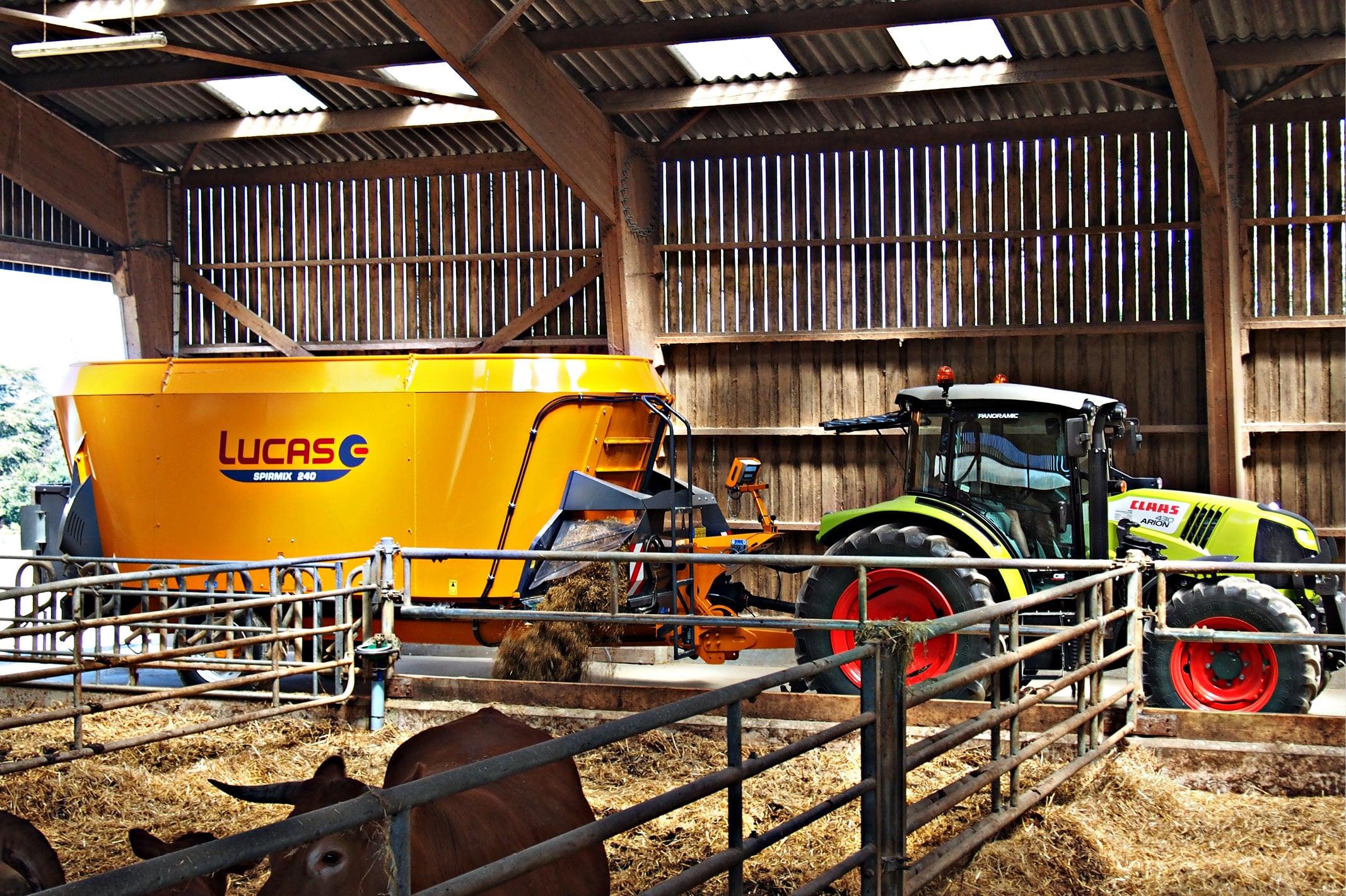 Lucas G est le spécialiste français du matériel de conduite agricole. L'entreprise se rend régulièrement sur des salons et foires agricoles où elle a la nécessité d'être visible.