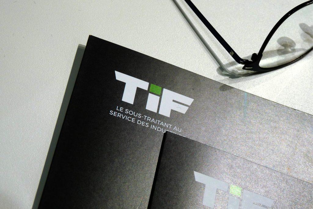 Un stand portable adapté à l'identité du spécialité de la tôle industrielle.